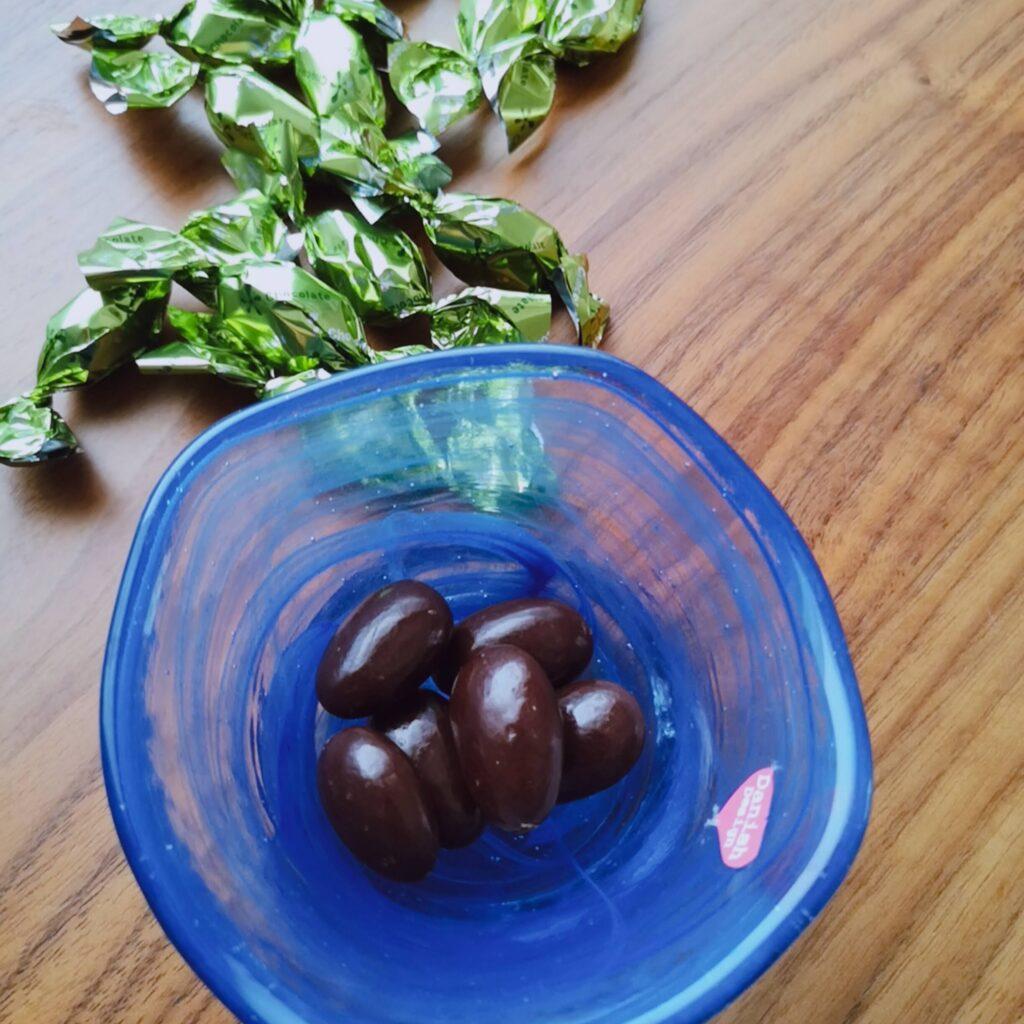 楽園フーズアーモンドチョコレート